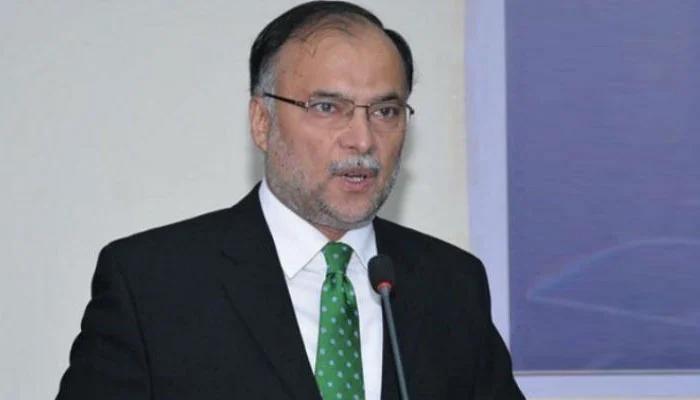 ترجمانوں کے بیانوں سے لگتا پاکستان پر کامیڈینز کی حکومت،احسن اقبال