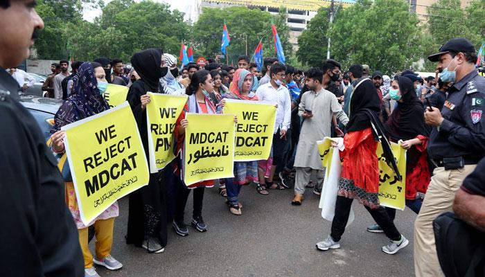 ایم ڈی کیٹ کیخلاف جمعیت کا احتجاج