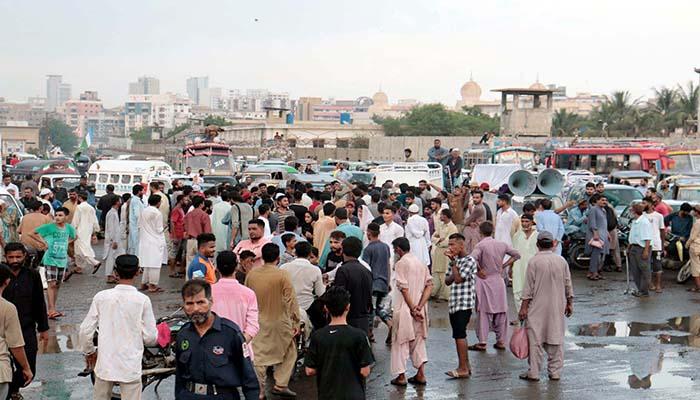 مختلف علاقوں میں پانی و بجلی کی بندش کے خلاف مکینوں احتجاج