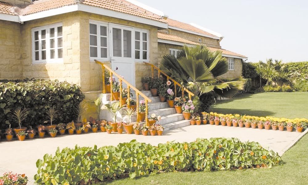 گھروں کی بیرونی آرائش سبزہ زارکے سنگ