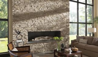 گھر کے مختلف حصوں میں  پتھرکی دیواروں کی تعمیر