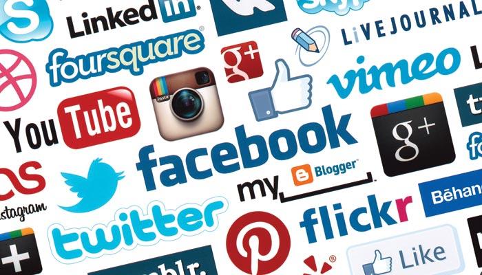 سوشل میڈیا: محتاط رہیں موبائل فون کے کیمرے کی آنکھ آپ کو ہر وقت دیکھ رہی ہے
