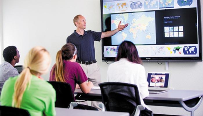 تعلیمی ٹیکنالوجیز کا تجرباتی  مطالعہ اور طالبعلموں کا کیرئیر