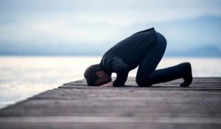 کیا شراب لگے کپڑوں میں نماز پڑھ سکتے ہیں؟