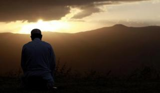 وطنِ اقامت کے قریب دوسرا وطن بنانا اس میں نماز کا کیا حکم ہے؟