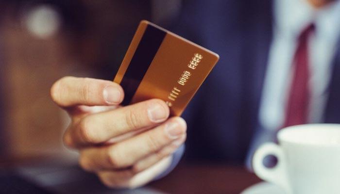 کریڈٹ کارڈ کی شروعات اور معاشی ضروریات
