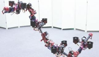 پرواز کے دوران شکل تبدیل کرنے والا روبوٹ