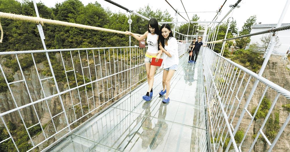 شیشے کا پل چین کا تعمیراتی شاہکار
