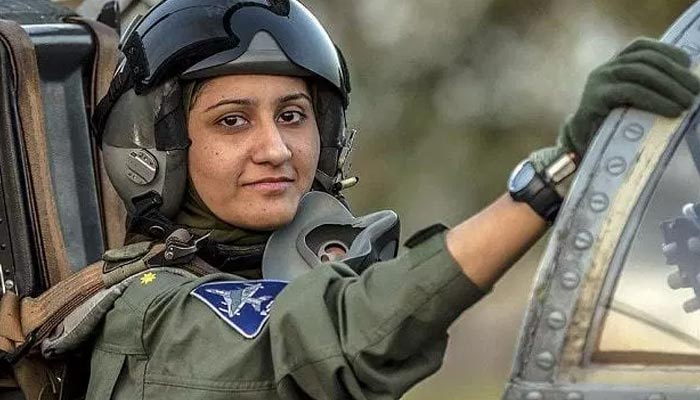 خواتین فائٹر پائلٹ اُفق میں مرد کے ہم پرواز