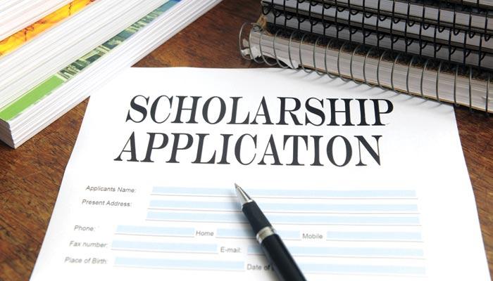 کیا مالی مسائل اعلیٰ تعلیم کی راہ میں حائل ہیں؟
