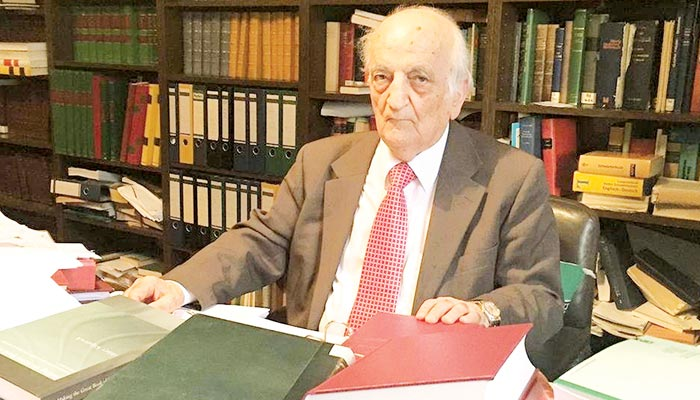 مسلم دنیا کے نامور محقق اور قابلِ فخر روایات کے امین ''پروفیسر فواد سزگین''