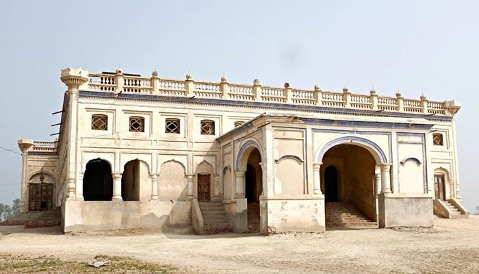 ''خیرپور میرس'' یہاں کے تاریخی مقامات دیکھنے سے تعلق رکھتے ہیں