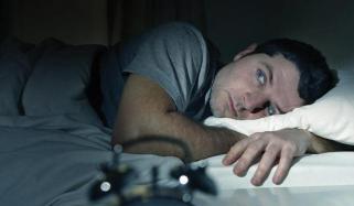 نیند کیوں رات بھر نہیں آتی؟