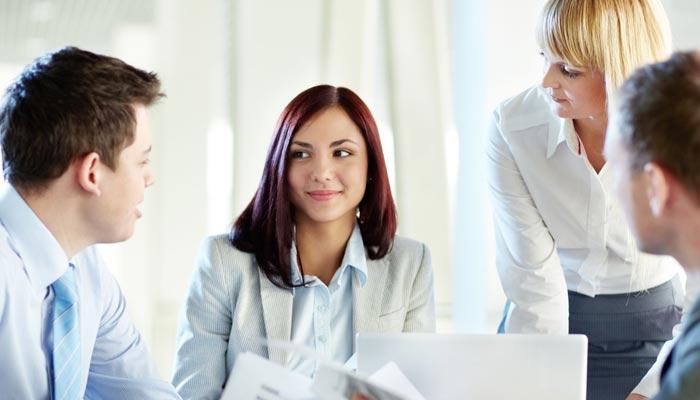 ملازمت پیشہ خواتین باہمت اور حوصلہ مند