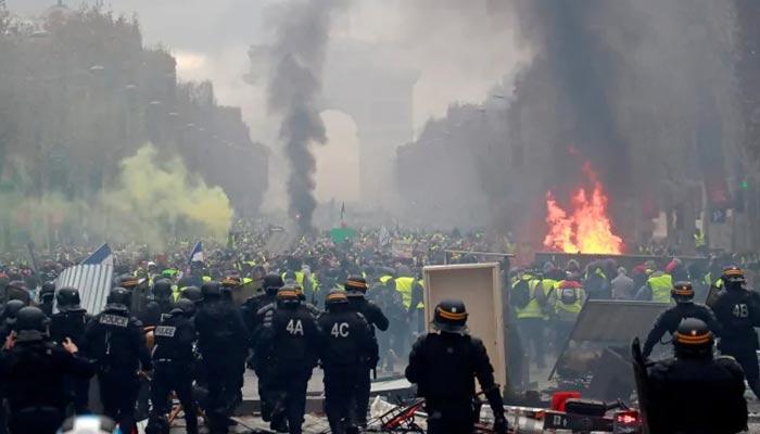 فرانسیسی پولیس نے احتجاجی مظاہرین کو خاموش کرادیا