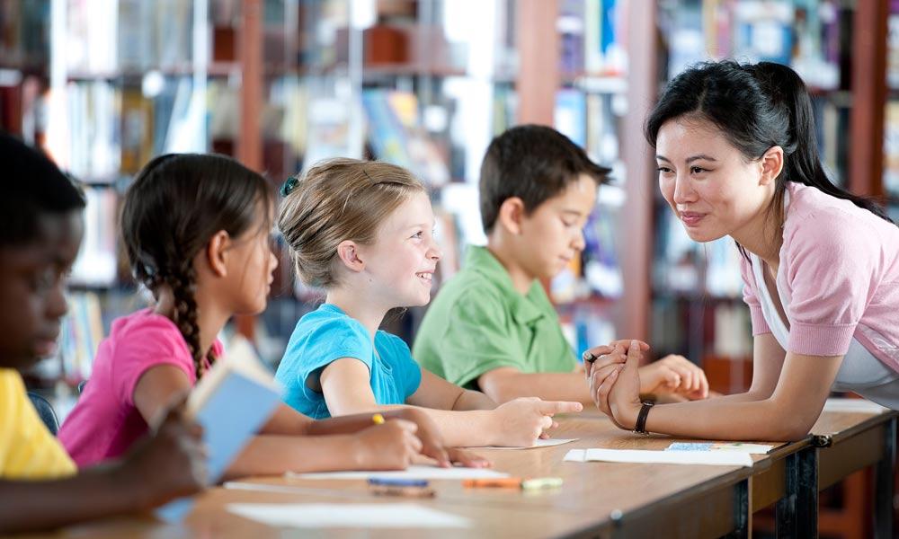 متاثر کن کاروباری نوجوان اور بچے