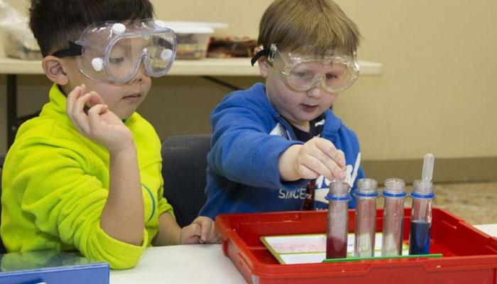STEM پڑھائیں، بچوں کو کامیاب بنائیں