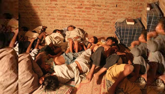 زمینداروں کی نجی جیلوں پر چھاپہ، 18 ہاری بازیاب کرالیے گئے