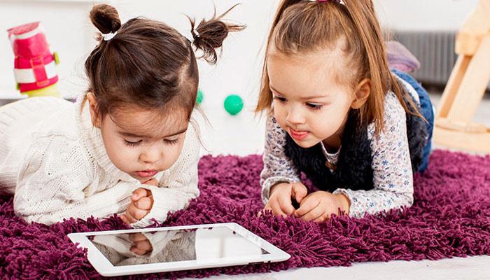 بچوں کیلئے اسکرین ٹائم کتنا ہونا چاہئے؟