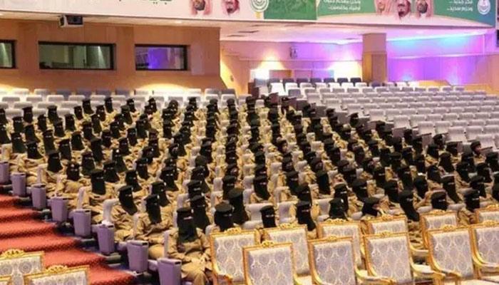 سیکورٹی کی تربیت حاصل کرنے والی سعودی خواتین کی گریجوشن تقریب