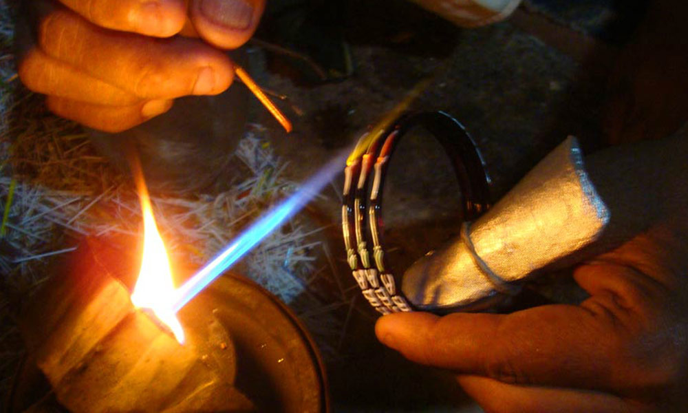 حیدر آباد کی کانچ کی چوڑیوں کی صنعت دنیا میں دوسرے نمبر پر شمار ہوتی ہیں