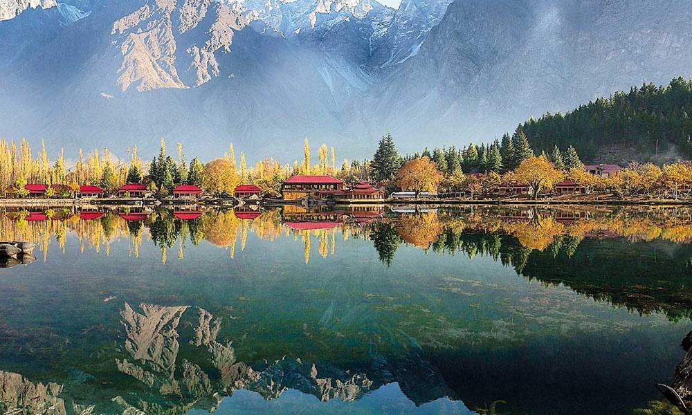 پربت، جھیل، جھرنے اور وادیاں