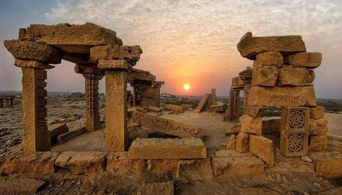 ''مائی مکلی '' دنیا کا عظیم تاریخی ورثہ اور گیارھواں بڑا قبرستان