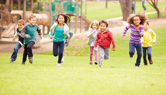 بچوں کو باہر کھیلنے کا عادی بنائیں
