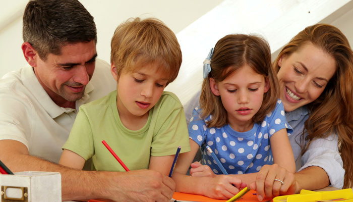 بچوں کی تعلیم میں والدین کی مشغولیت کے اثرات