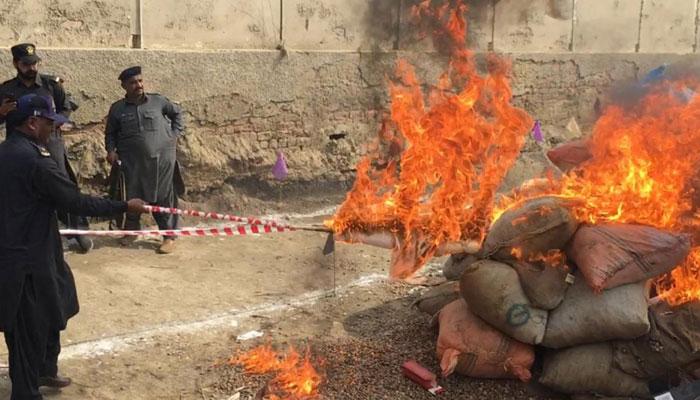 کروڑوں روپے کا سامان نذر آتش