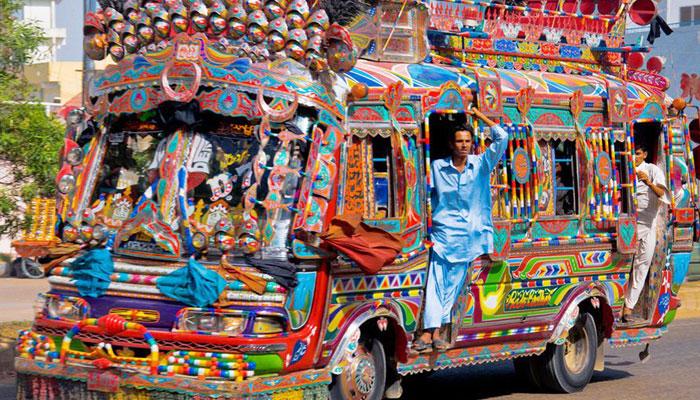 کراچی کی طوفانی بسیں