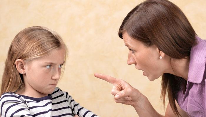 معزز والدین! بچوں کو ڈرا دھمکا کر اُن میں خوف پیدا نہ کریں