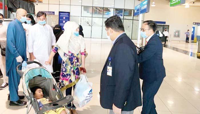 متحدہ عرب امارات میں پھنسے پاکستانیوں کی کوئی سننے والا نہیں