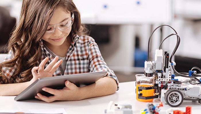 ٹیکنالوجی پر مبنی تعلیم سیکھنے کا عمل تیز کررہی ہے