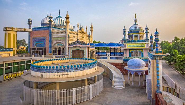 'بھونگ مسجد' منفرد طرزِ تعمیر کے باعث اسے خاص شہرت حاصل ہے