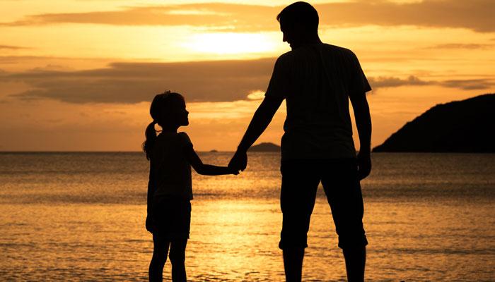 'واضح تضاد' بیٹی کی تکلیف پر تڑپنا، بیوی کے درد کی پروا نہیں