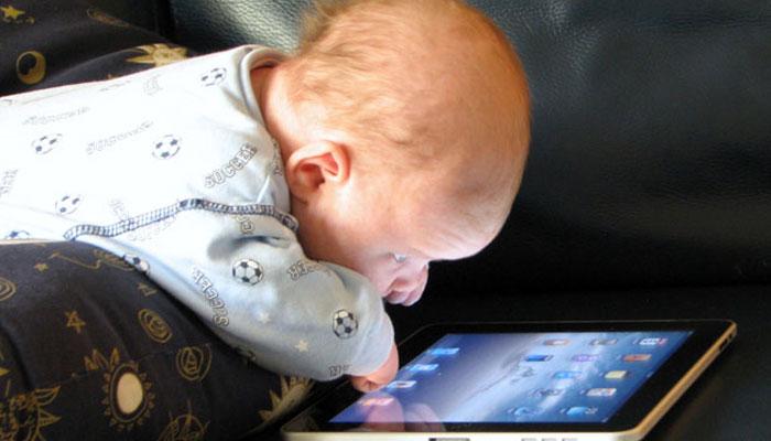 موبائل فون بچوں کو بہلانے کیلئے نہیں!