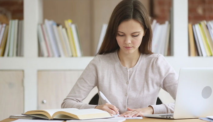 سبق کو اپنے الفاظ میں لکھنا سیکھیں