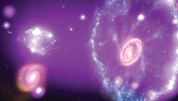 کائنات میں موجود قدرتی دور بینیں