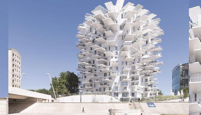 سفید درخت کی مانند نظر آتا 'لابا بلانک ٹاور'