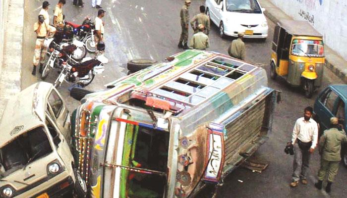 شہری ٹریفک جام اور حادثات سے پریشان