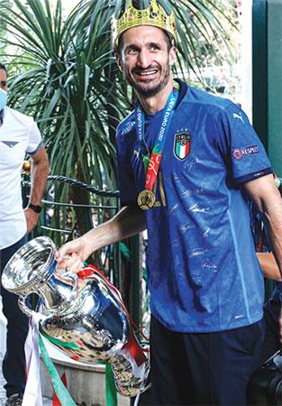 فٹبال کی یورپی سلطنت: اٹلی 53 سال بعد بادشاہ بن گیا