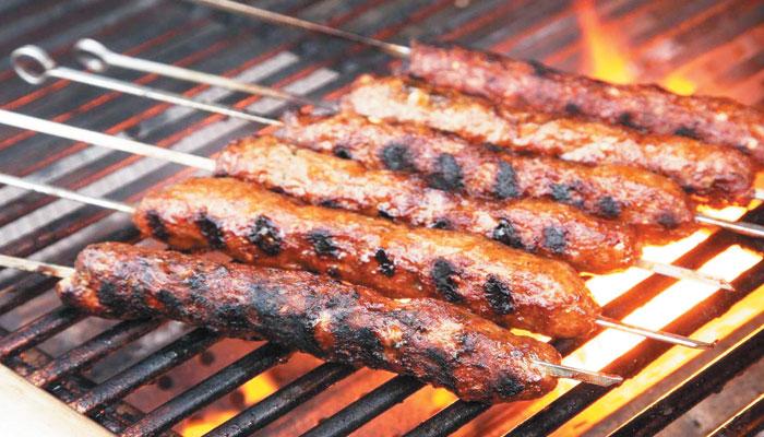آج باربی کیو پارٹی کا لُطف بیف چلی، ہانڈی، چانپوں اور سیخ کباب کی صورت اُٹھائیں