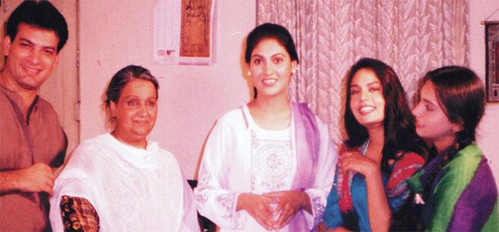 فنکار گھرانے کی مقبول اداکار بہنیں