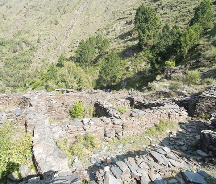 سیکڑوں سالہ قدیم قلعہ گری کے آثار