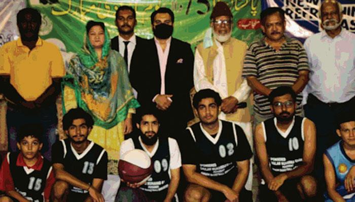 ایس ایس بی باسکٹ بال کے اختتام پر شہادہ پروین کیانی، غلام محمد خان اور سمیر شمسی کے ساتھ گروپ