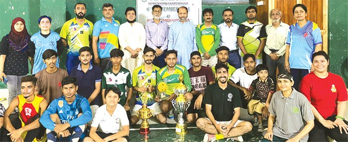 سیپاک ٹاکرا چیمپئن شپ کی فاتح ٹیموں کا نسیم قریشی،نوشاد احمد، ڈاکٹر عارف حفیظ کےساتھ گروپ