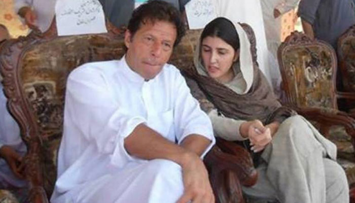 وزیر اعظم، عمران خان کے ساتھ تبادلۂ خیال کرتے ہوئے