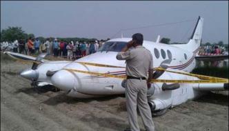 New Delhi Air Ambulance Emergency Landing In Farm
