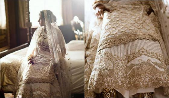 Love Story On The Wedding Dress